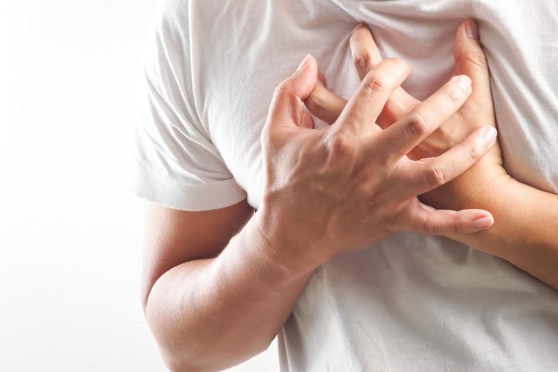 Brustschmerzen, Retrosternaler Schmerz, Schmerzen in der Brust, Thoraxschmerz