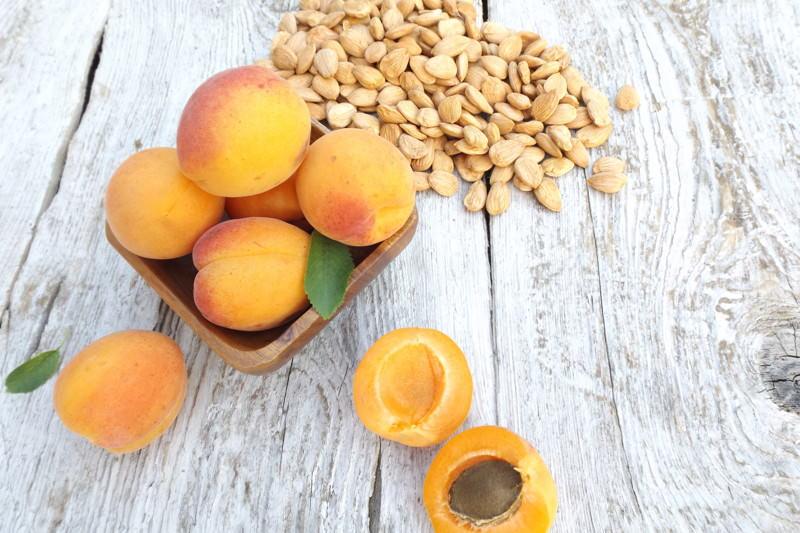 Vitamin B17, Amygdalin, Lätril